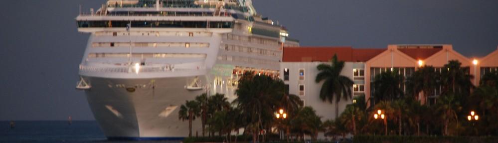 cropped-cruise-legt-aan-Aruba.jpg