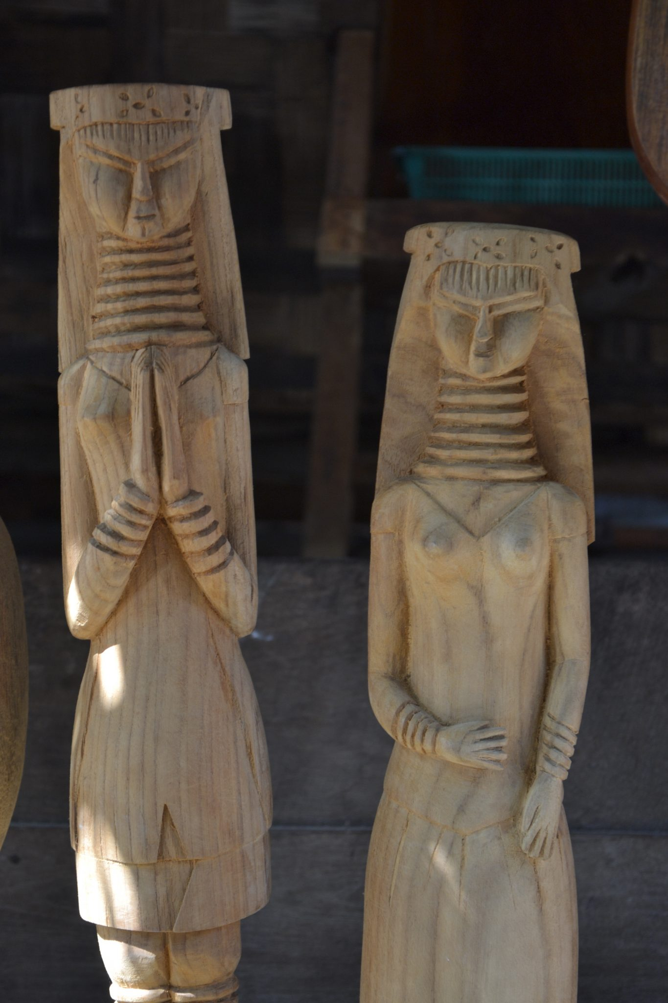 These wood carvings are made by Matio, a Kayan man who lives in Huay Sua Thao. It takes a lot of time, patience and experience to make figures like these ones. Matio uses teakwood from the surrounding forests. He doesn't cut trees, but picks wood from the ground, leftover from previous logging. The artist is willing to work together with tourists and try to make something out of wood. However, those interested must be willing to work on it for at least a few hours. Photo by: Joney Habraken