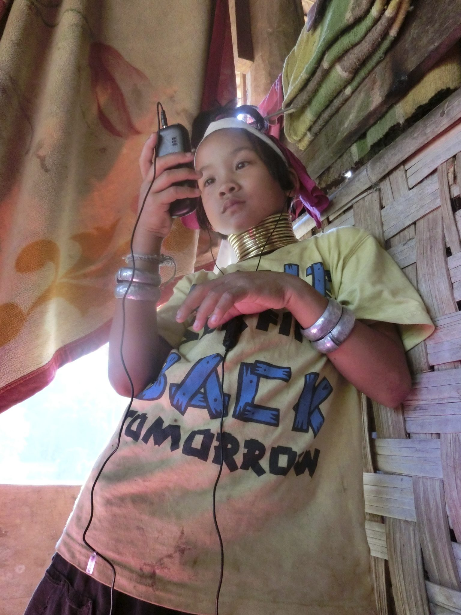This picture shows the striking combination between traditional and modern customs. Modern appliances, like mobile phones, are also introduced in remote villages like Huay Sua Thao en Huay Pu Keng. Photo by: Charlotte Louwman-Vogels