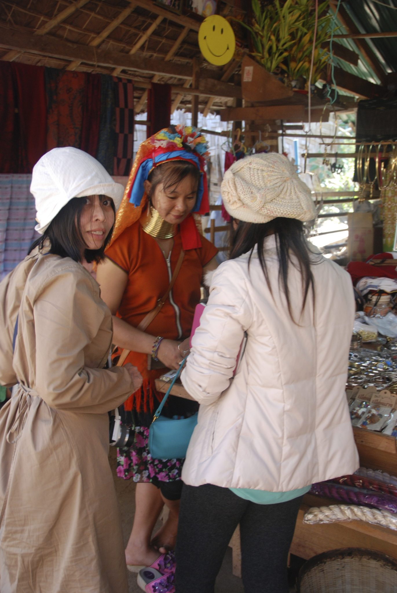 The majority of the tourists that visit Huay Sua Thao, is from Thai origin. Furthermore, the domestic market is the biggest market for community-based tourism in Thailand. That is favorable if community-based tourism is indeed developed in the Kayan villages. Photo by: Charlotte Louwman-Vogels